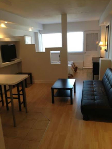 montr al est appartement 2 1 2 louer 1 mois gratuit chauff clair h d wifi. Black Bedroom Furniture Sets. Home Design Ideas